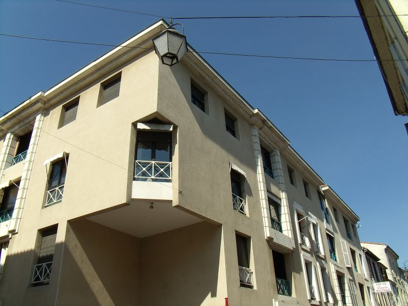 APPARTEMENT T2 DANS RESIDENCE SECURISEE LOUE